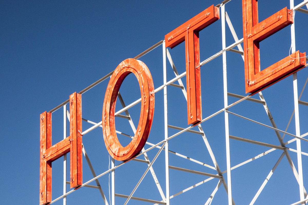 Score hotel deals for your family vacation with these insider tips. (Flickr: Hamza Butt)