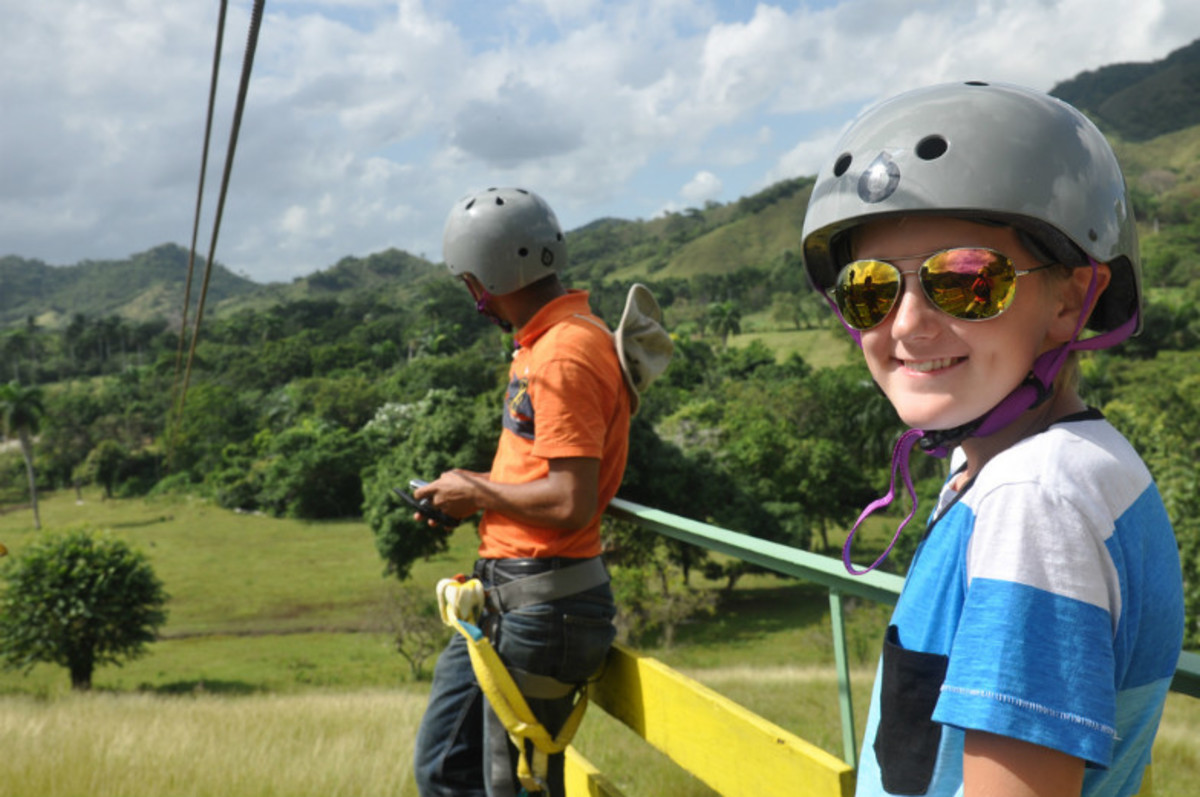 Is-a-Zipline-the-Right-Adventure-for-Your-Family-24b82417eb514a0892c20c781d9ebc3f