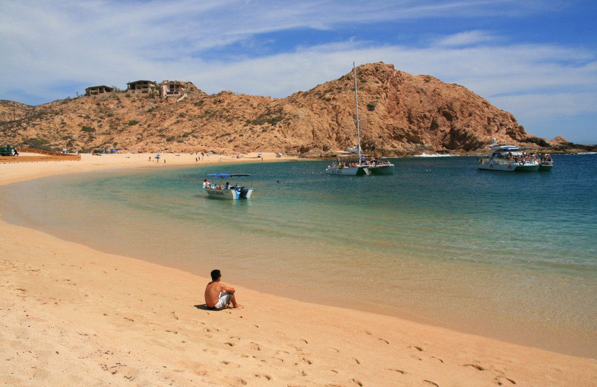 The beautiful Santa Maria Bay, one of Cabo's many snorkeling spots (Flickr: Tanenhaus)