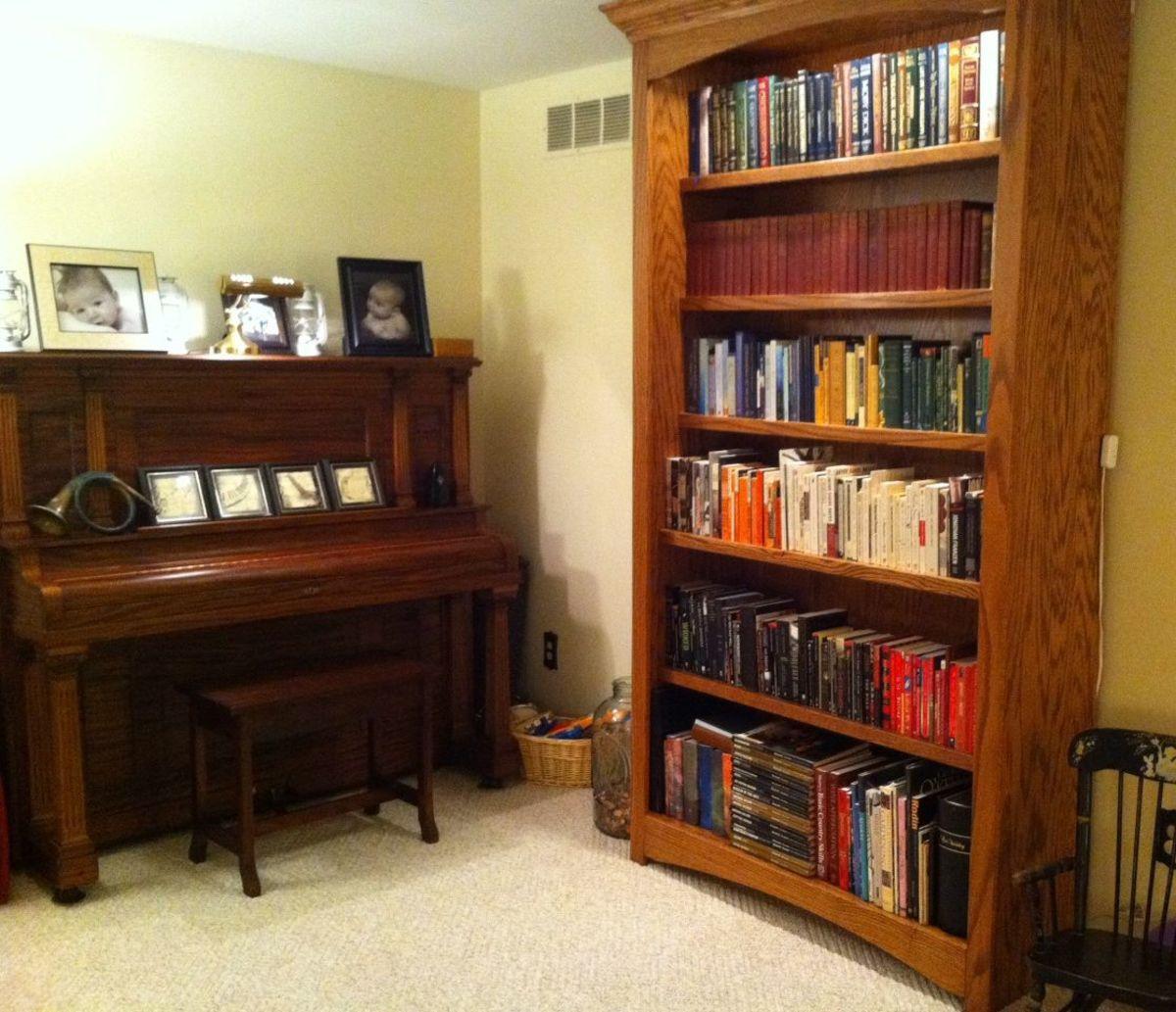 living-room-piano-shelf