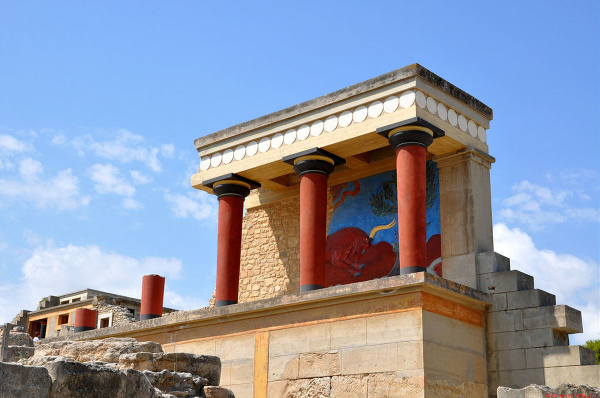 Explore the legends of Minos and the labyrinth in Knossos. (Fickr: Janos Korom Dr. )