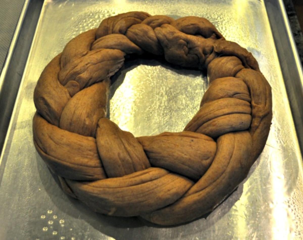Traditional Kings Cake Recipe - Braided Circle