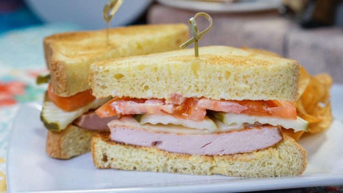Fried Bologna Sandwich_030918_01046DN-3-750x422