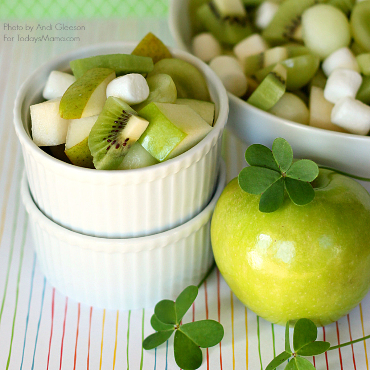Lucky Green Fruit Salad: Perfect for School Parties! www.todaysmama.com #stpatricksday #healthysnack