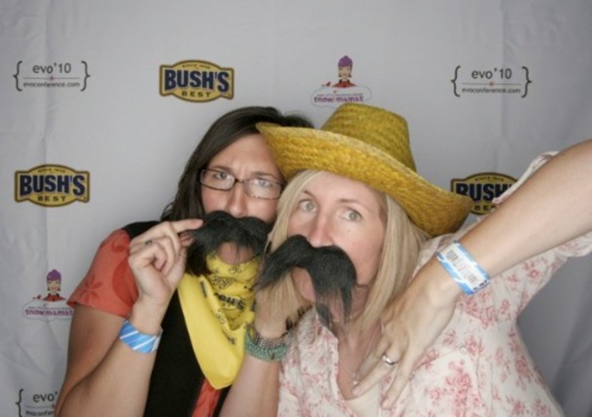 Rachael and I rocked the Bush's Beans photo booth at evo '10. If I do say so myself.