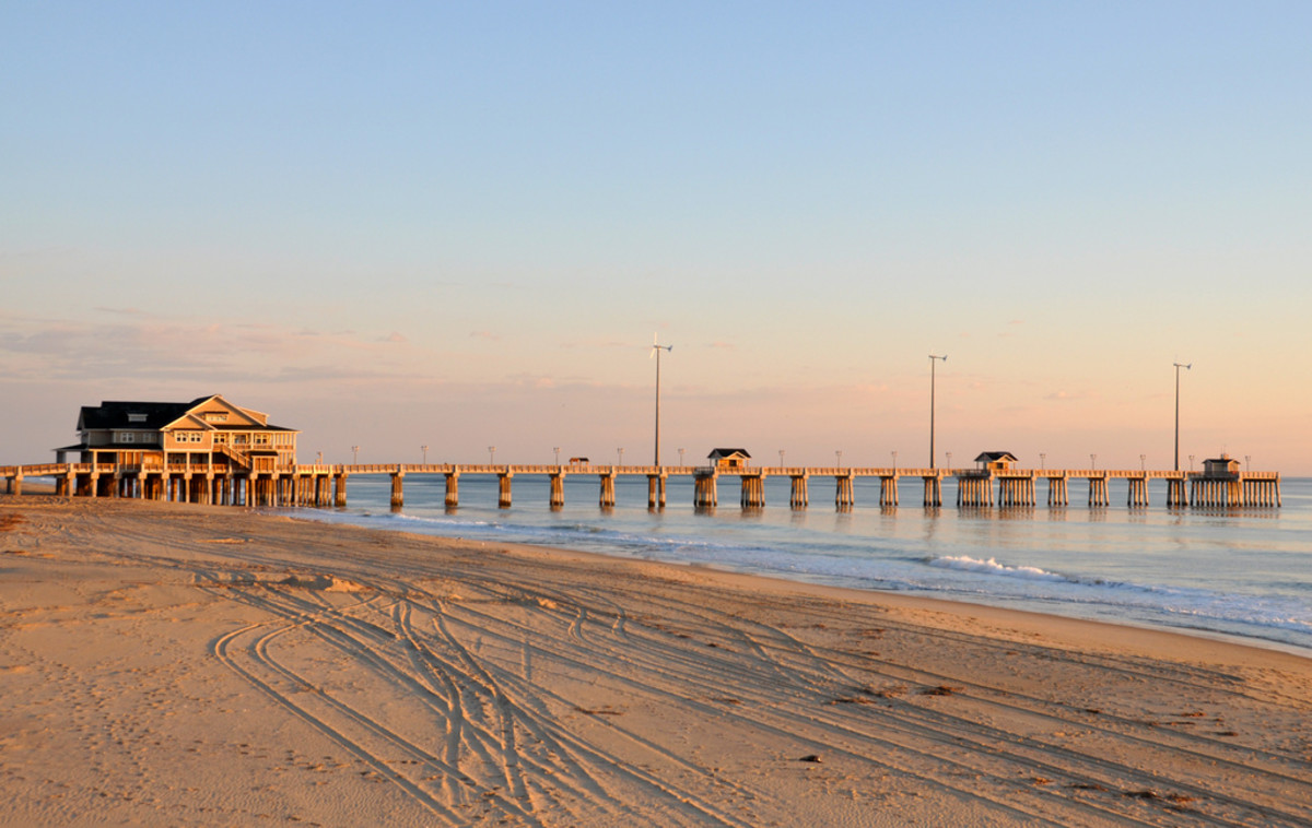 Jennette's Pier in Outer Banks, NC (Flickr: James Willamor)
