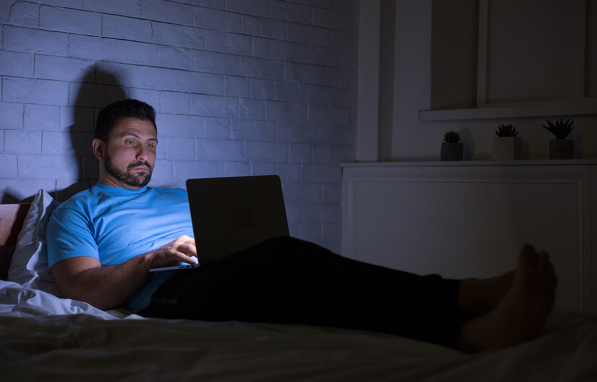 bigstock-Man-Chatting-On-Laptop-In-Bed--280005943