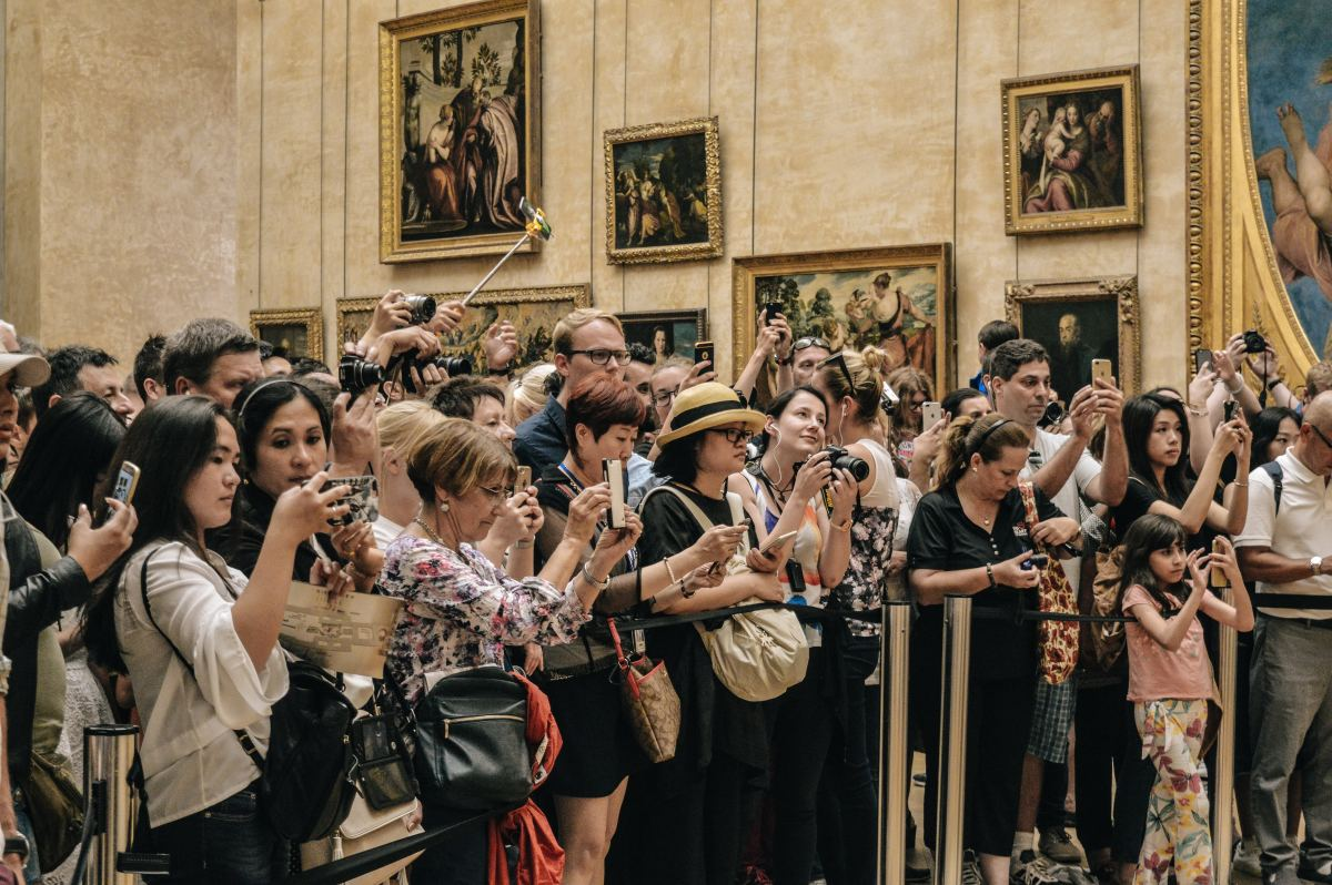How many of these people will ACTUALLY remember how they felt when the saw the Mona Lisa?