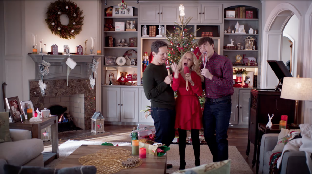 Kristin Chenoweth singing in her new Hallmark Christmas Movie