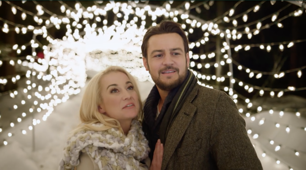 Kellie Pickler in her new Hallmark Christmas Movie