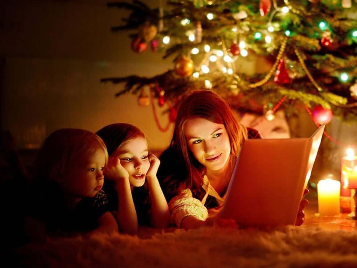christmas-reading-book-mom-kids_credit-Shutterstock