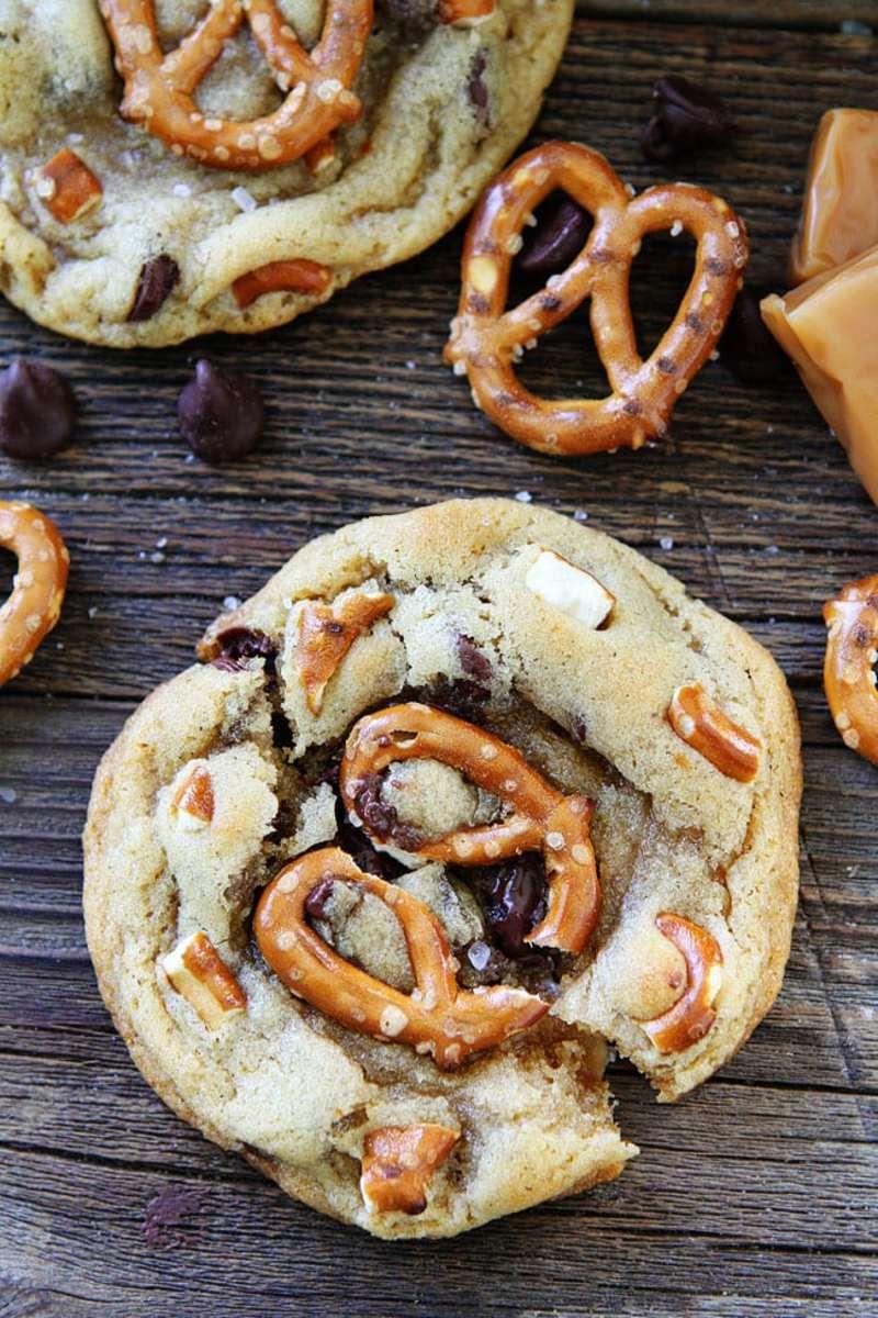 Salted-Caramel-Pretzel-Chocolate-Chip-Cookies-10
