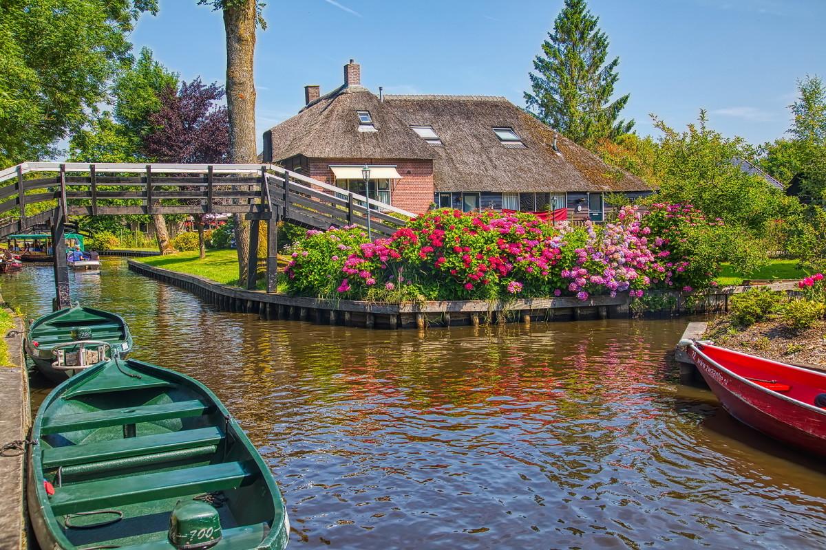 The bridges of Giethoorn