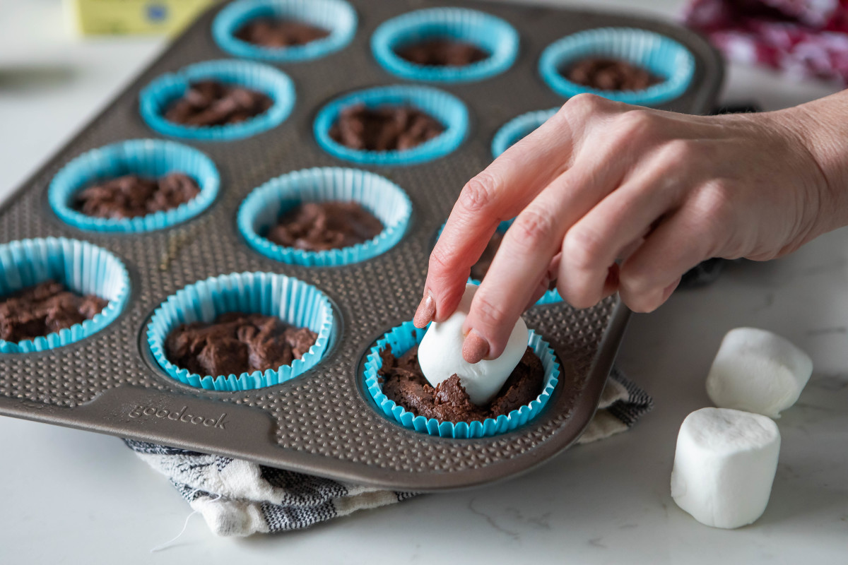 Chocolate Cupcakes Marshmallow filling