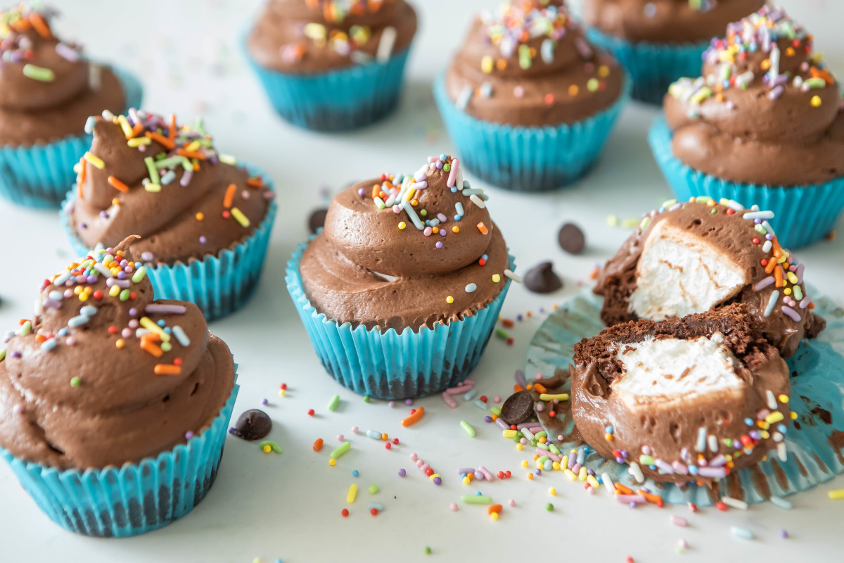 Chocolate Buttercream Frosting Marshmallow Filling Cupcakes